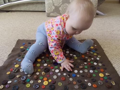 Игрушки для детей своими руками для детей до года