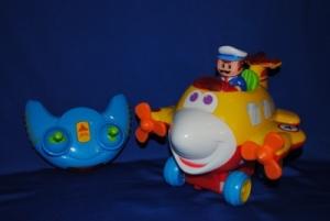 Развивающая игрушка от Kiddieland забавный самолет на радиоуправлении