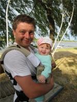 15. Папа Павел с дочкой Варей на прогулке в парке