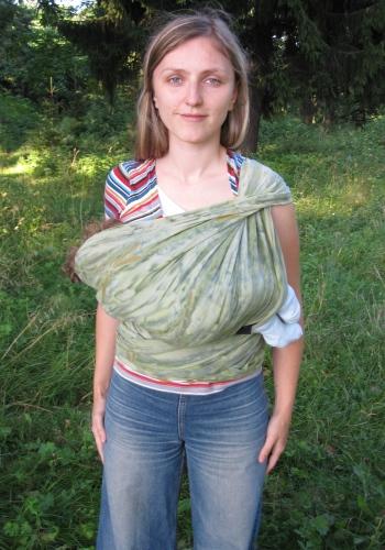 Колыбель в слинге-шарфе. Однослойная намотка на одно плечо.